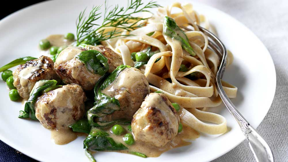 Swedish meatballs with wholemeal fettuccine pasta