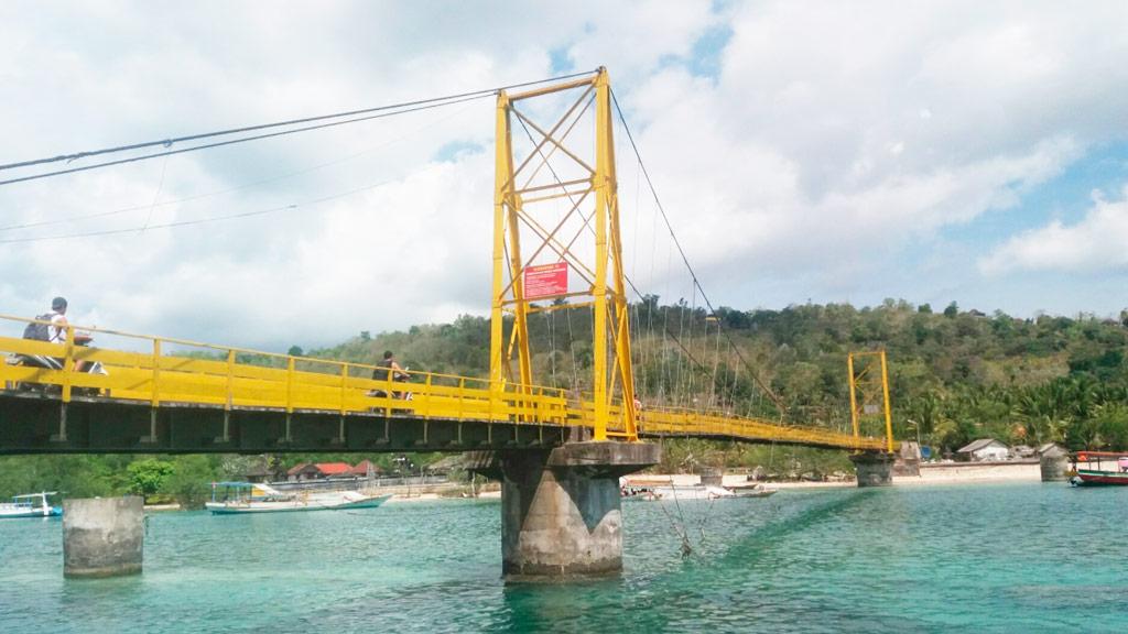 """The """"Yellow Bridge"""" connected Lemongan and Ceningan Islands near Bali. (www.tripadvisor.com/angky)"""