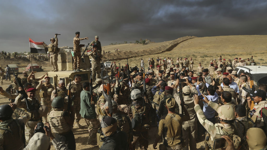 Iraqi special forces charged into the Mosul battle Thursday with a pre-dawn advance on the nearby town held by the Islamic State group. (AAP)