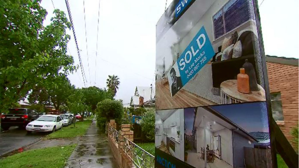 Melbourne's property market has continued its hot run into spring, with some suburbs growing by as much as 20 percent in the September quarter. (9NEWS)