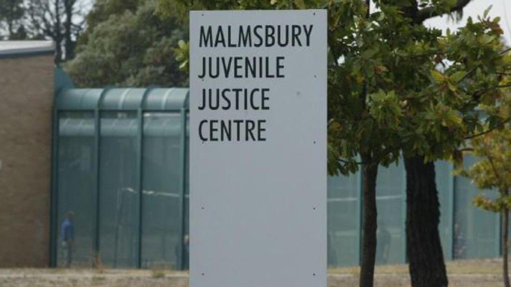 Teenage prisoners riot at centre in Victoria.