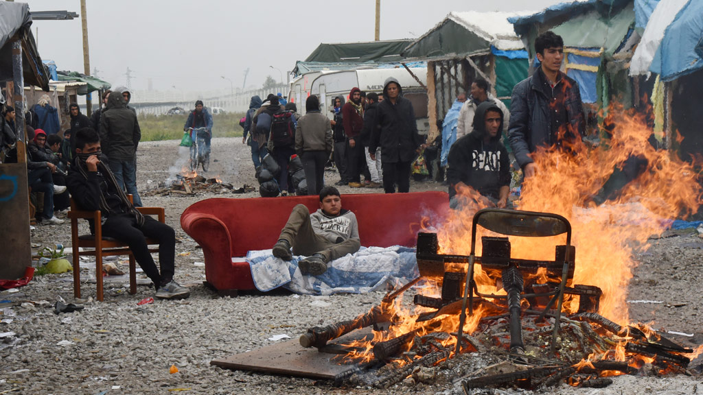 French officials begin clearing Calais 'Jungle' migrant camp