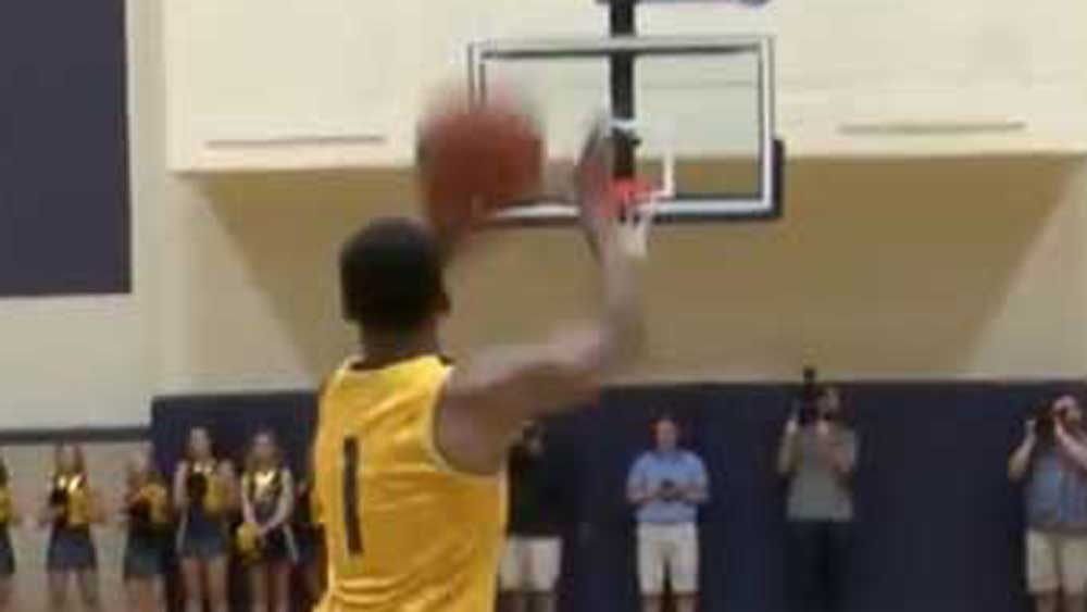 Basketball: US college players nail half-court shots