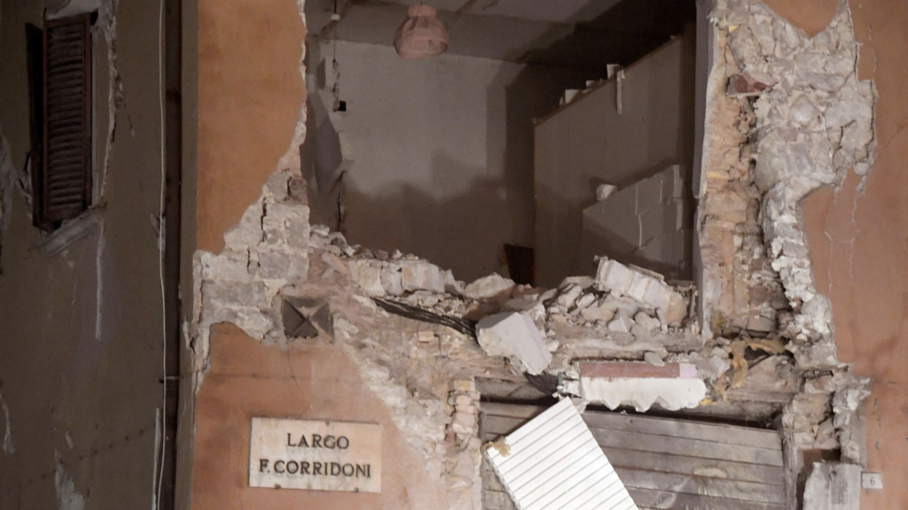Strong twin earthquakes rattle central Italy