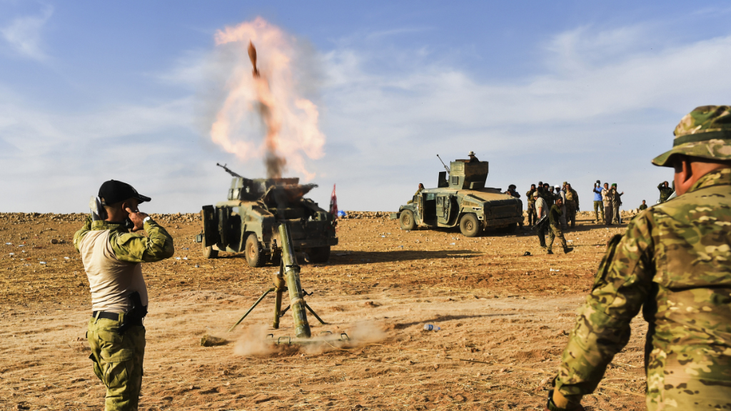 Iraqi forces fire mortar shells at ISIS jihadists. (AFP)