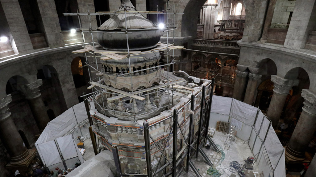 Greek preservation experts work to strengthen the Edicule surrounding the Tomb of Jesus on October 28, 2016. (AFP)