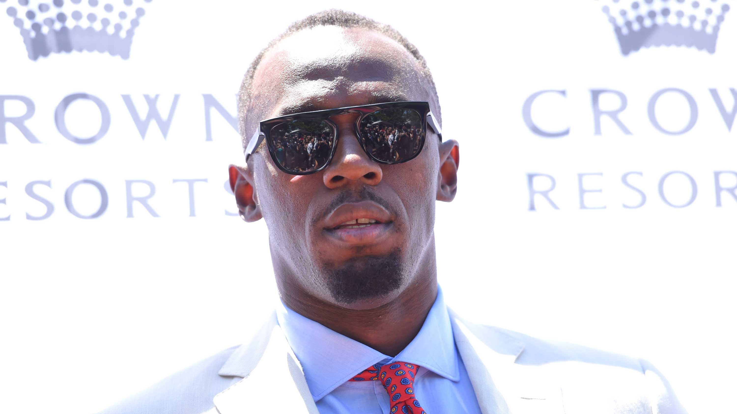 Bolt steals the spotlight at Oaks Day