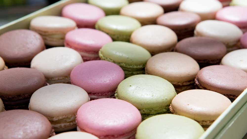 "9Kitchen <a href=""http://kitchen.nine.com.au/2016/09/29/09/06/famous-parisian-tearoom-laduree-arrives-in-melbourne"" target=""_top"">reported back in September</a> the exciting news for macaron lovers that internationally acclaimed French macaron house Ladurée would be opening in Melbourne. Well that day has come, and the dainty sweet treats officially became available over the weekend in <a href=""https://www.chadstone.com.au/?gclid=CjwKEAiA6YDBBRDwtpTQnYzx5lASJAC57ObMM0dW4Zev0eJ81xVQw-_m0kEtUlw6OKCZtykF_XO3hxoCWGLw_wcB"" target=""_top"">Melbourne's Chadstone shopping centre</a>, putting Melbourne on level footing with Sydney (already boasting two Ladurée tea house venues in both the CBD and Woollahra)."