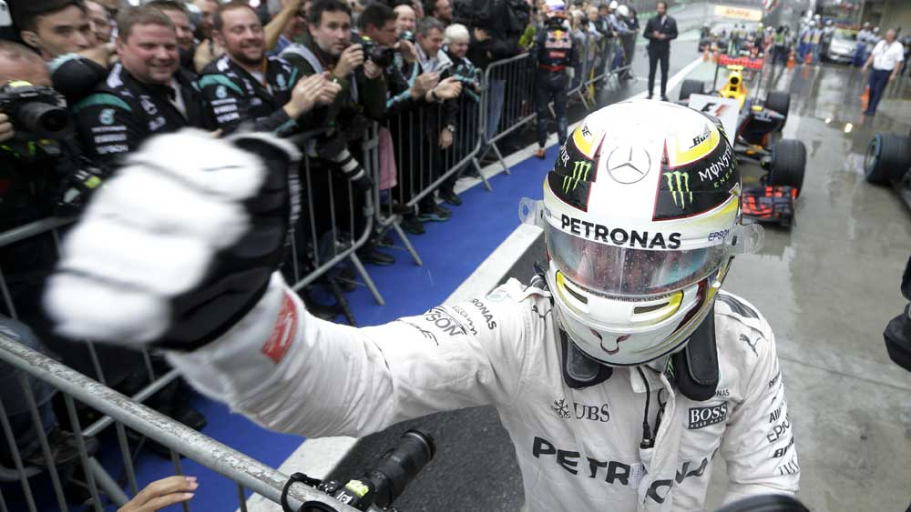 Hamilton takes F1 battle down to the wire
