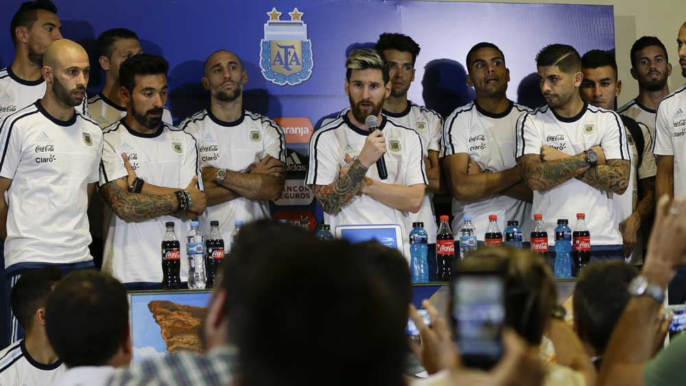 Messi leads Argentina team ban on media