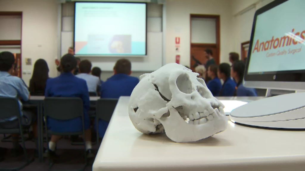 Students at Wesley College in Melbourne can now print a replica of the rare Flores Hobbit skull. (9NEWS)