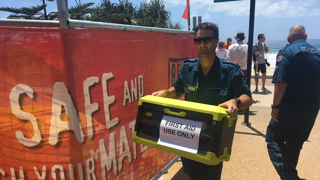 Queensland Ambulance staff prepare the medical response tent at the Schoolies Hub at Surfers Paradise on November 18, 2016. (AAP)
