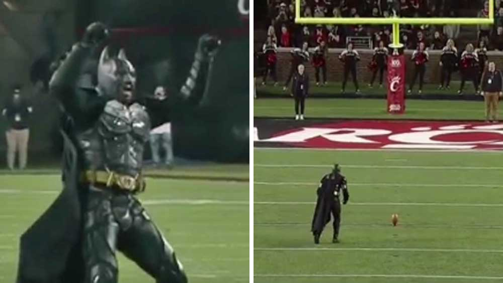 Gridiron: Batman stuns crowd with field goal