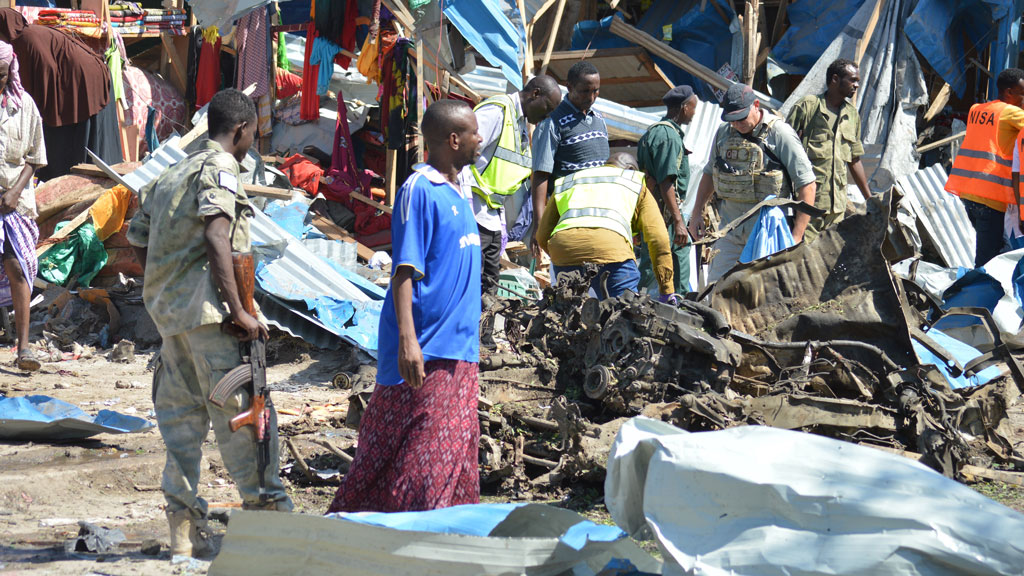 Suspected Somali bomb kills at least 10