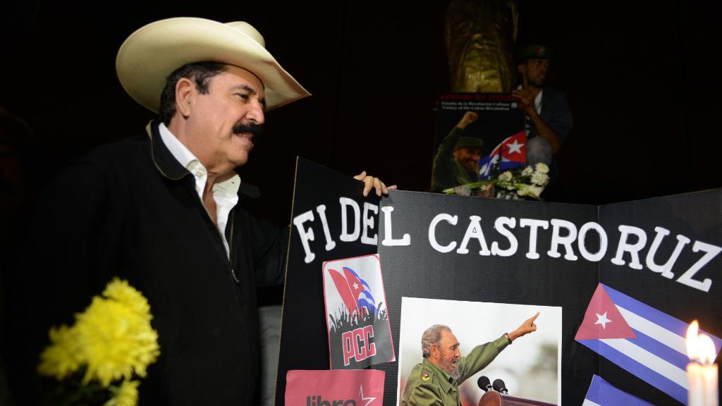 Honduras' former president Manuel Zelaya pays tribute to the Cuban revolutionary leader. (AFP)