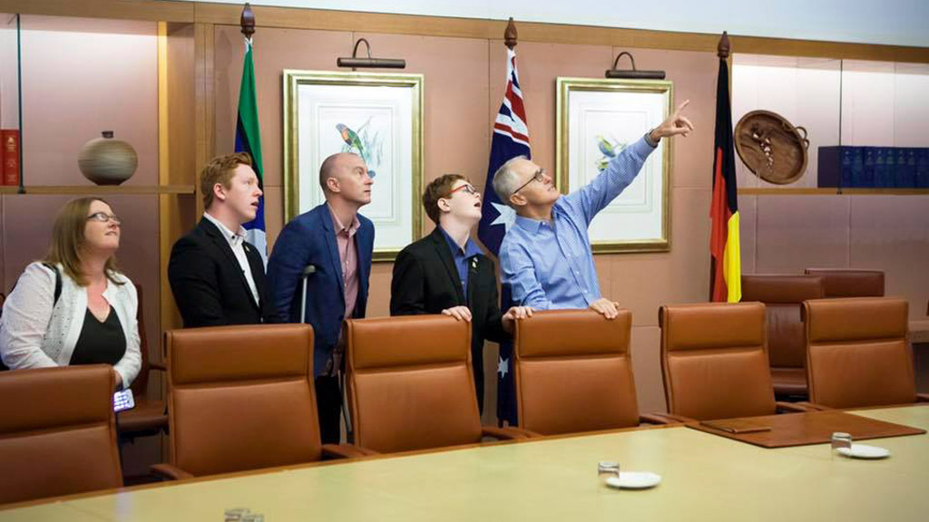Prime Minister Malcolm Turnbull gives ailing young man parliament tour