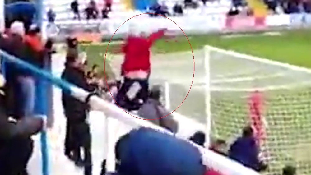 Fans uses his posterior to give opposition player a fright mid-match