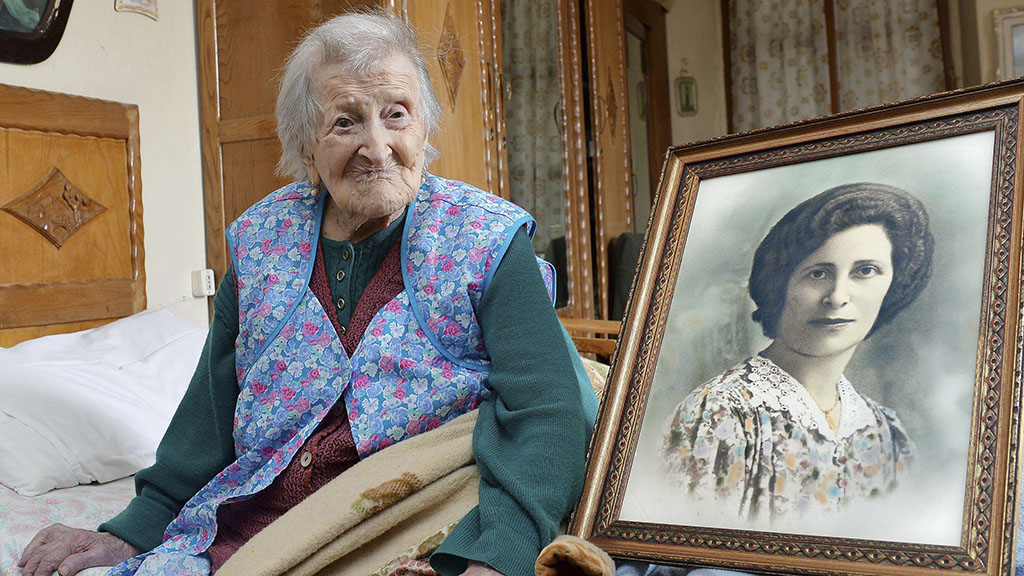 Ms Morano beside a photograph of her younger self. (AAP)