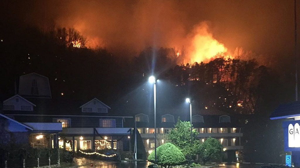 Wildfires raging in Tennessee threatening homes and 'Dollywood' theme park