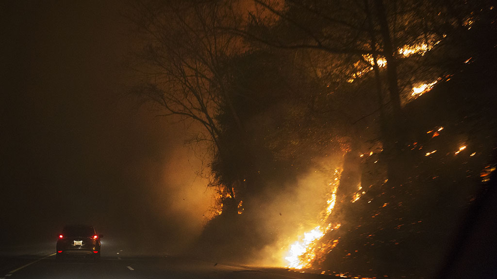 A car in Tennessee driving beside a wildfire. (AAP)