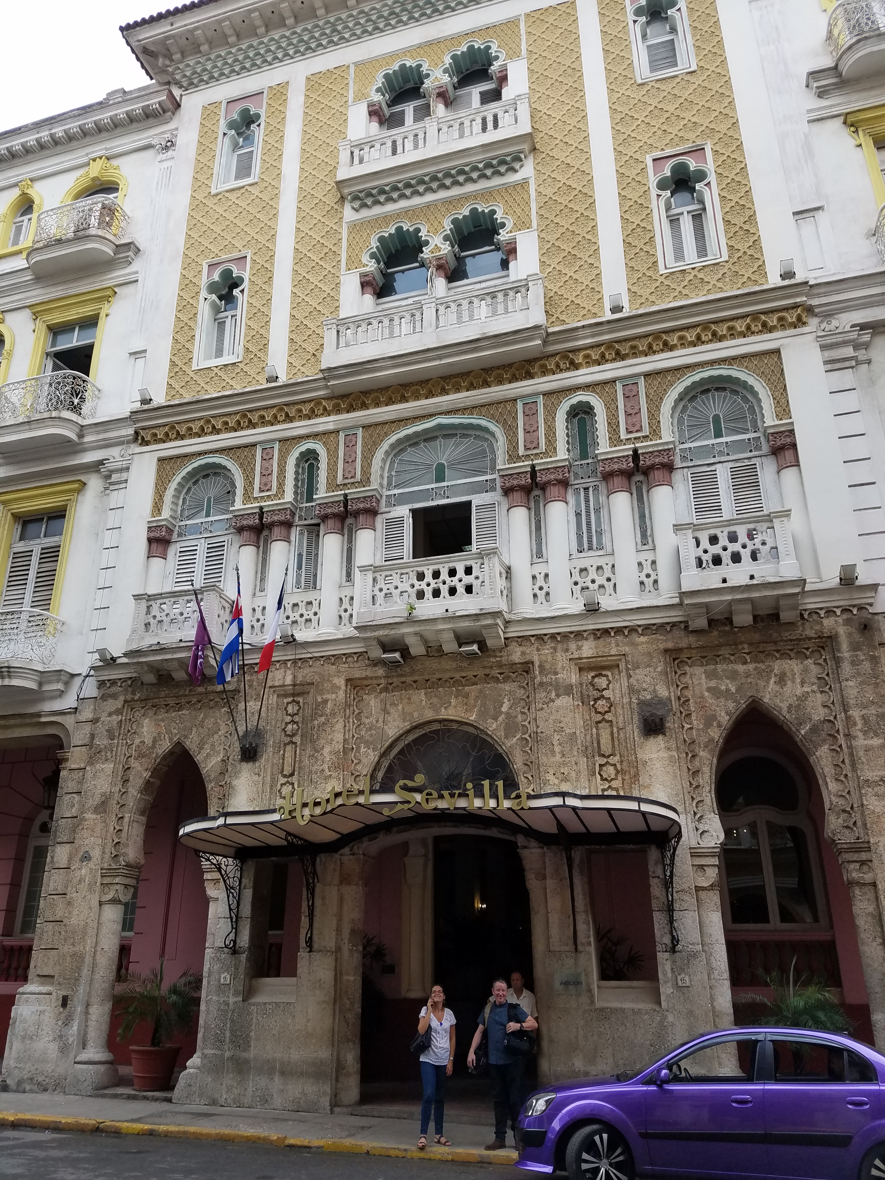 Facades of a by-gone era line Havana's city streets. (9NEWS)