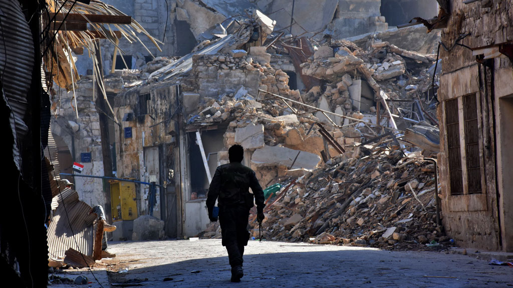 Regime air strikes resume on east Aleppo after 'pause': monitor