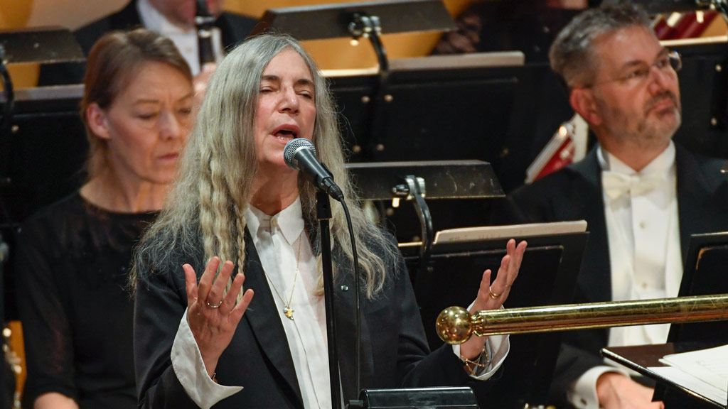US singer Patti Smith performs 'A Hard Rain's A-Gonna Fall' by absent Literature prize winner Bob Dylan during the awardings of the Nobel Prizes in medicine, economics, physics and chemistry on December 10, 2016 in Stockholm, Sweden. (AFP)