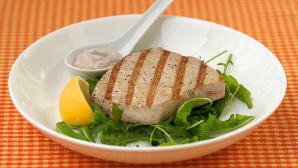 Barbecued tuna steaks with walnut sauce