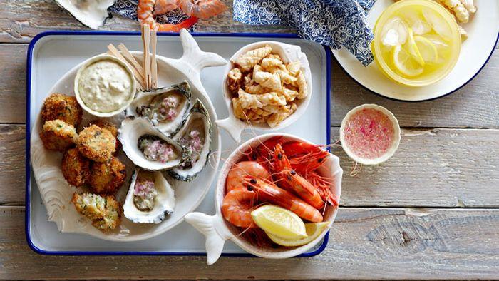 """<a href=""""http://kitchen.nine.com.au/2016/05/05/15/58/party-platters-seafood-platter"""" target=""""_top"""">Party seafood platter</a>"""