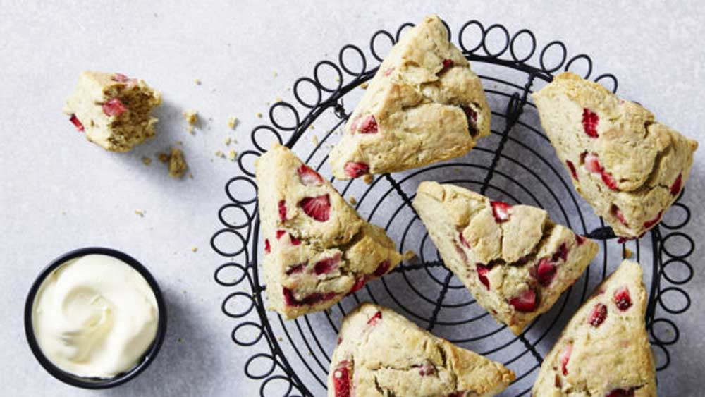 Strawberry gum scones