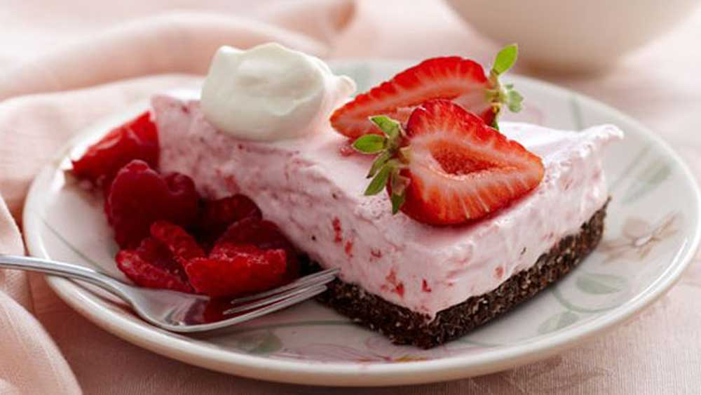 <strong>Strawberry cloud cake</strong>