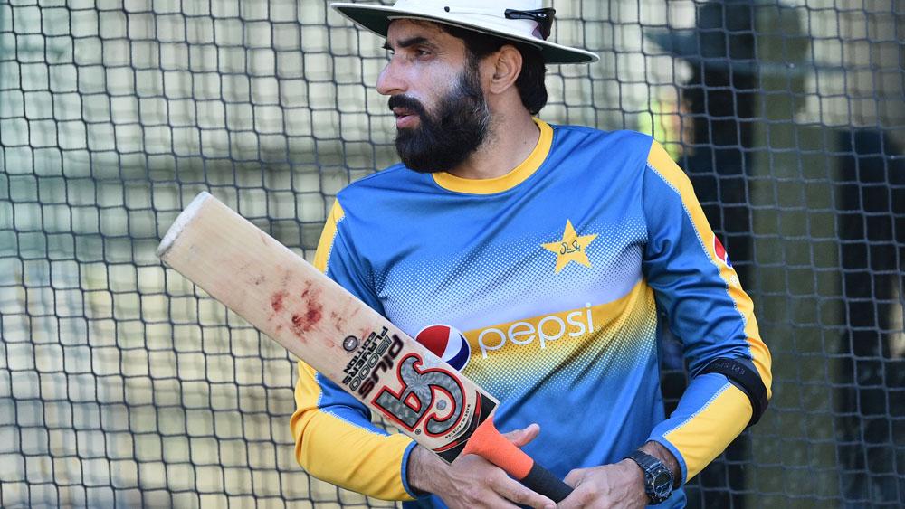 Pakistan backs Test veterans to continue