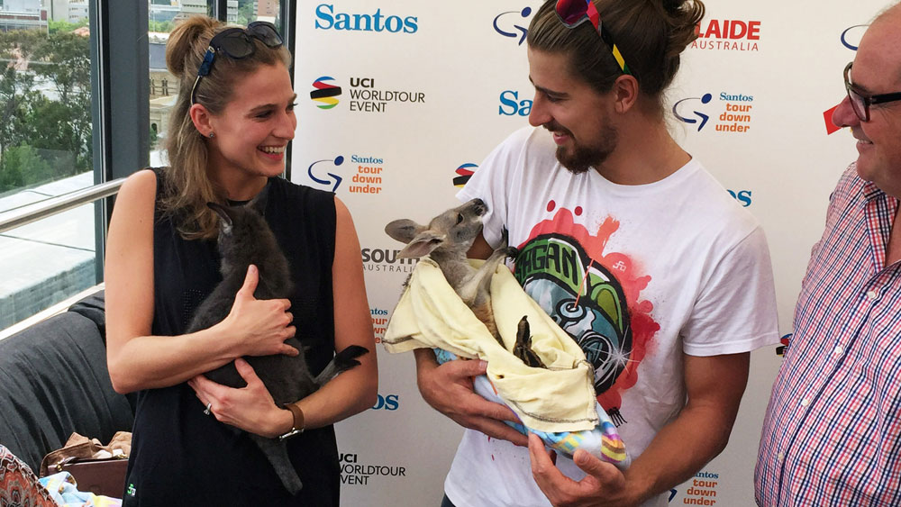 Peter Sagan and his wife Katarina get to meet some Australian wildlife in Adelaide. (AAP)