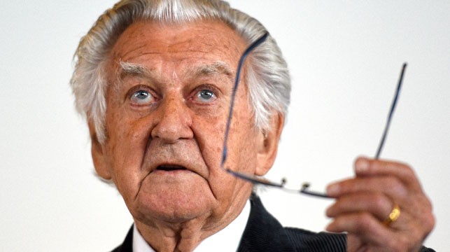 Bob Hawke blames media for decline in quality of politicians