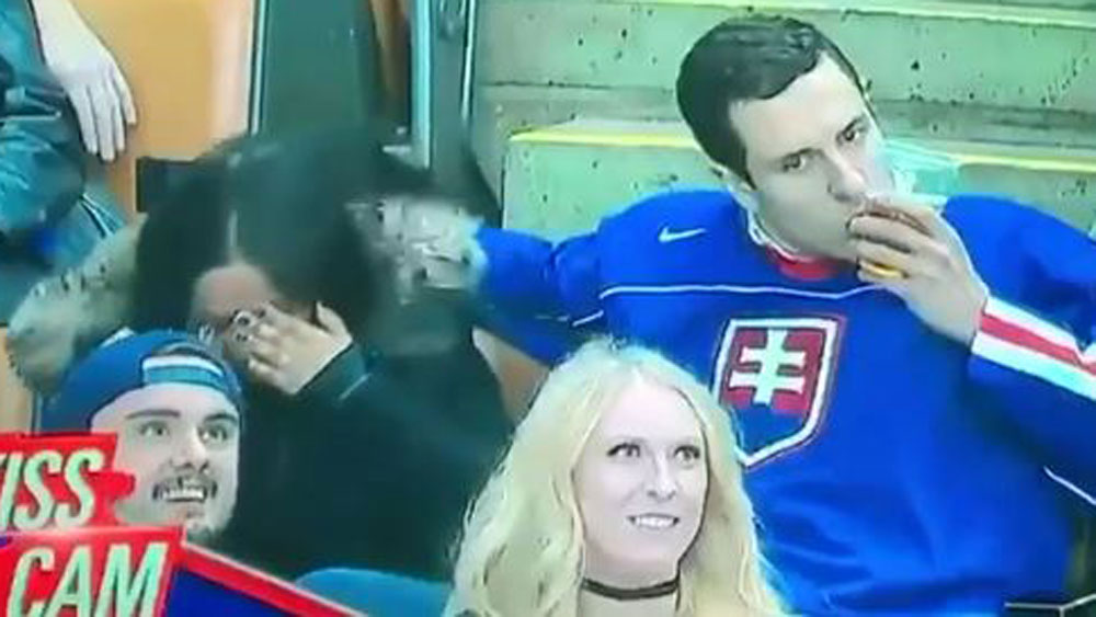 Brave soul turns Kiss Cam into Beer Kiss Cam
