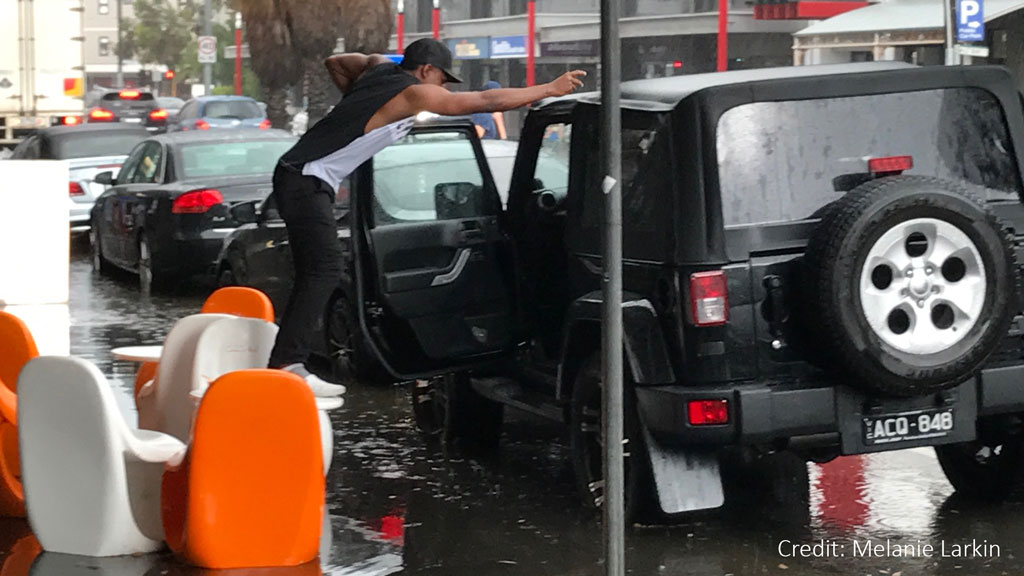Flash flooding triggered by the heavy rain has caused chaos in metropolitan Melbourne. (9NEWS)