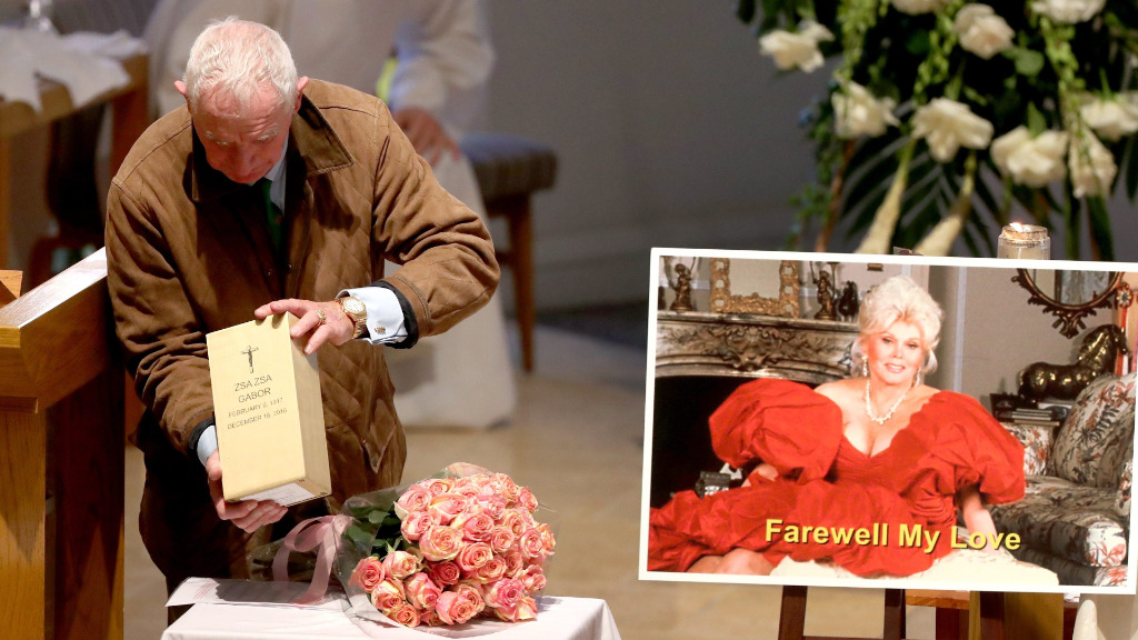 Zsa Zsa Gabor's glamour remembered at funeral in Los Angeles