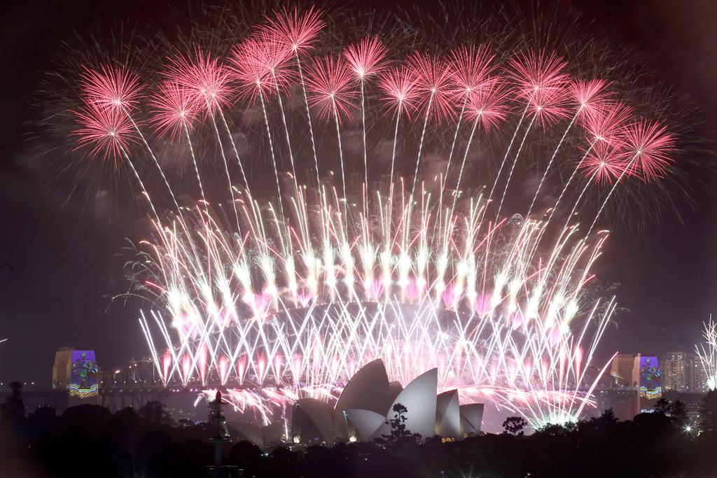 Fireworks explode over the Sydney Opera House. (AAP)