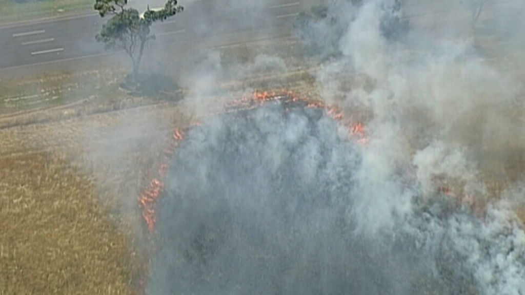 Freeway opened after Vic grass fire