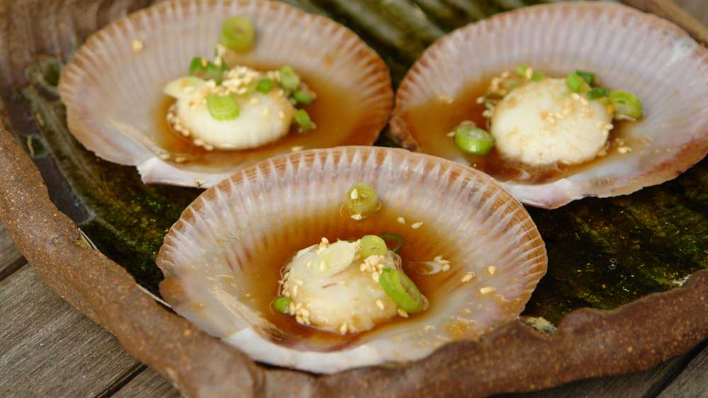 Steamed scallops with green onion and ginger