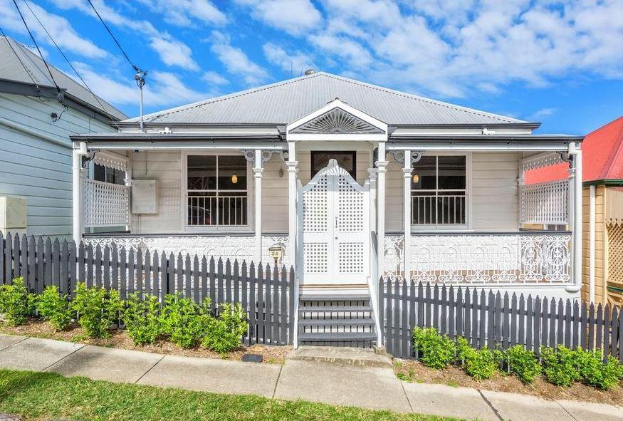 "<a href=""http://www.realestate.com.au/property-house-qld-petrie+terrace-123040070"" target=""_blank"">34 Wellington Street, Petrie Terrace, Brisbane</a>"