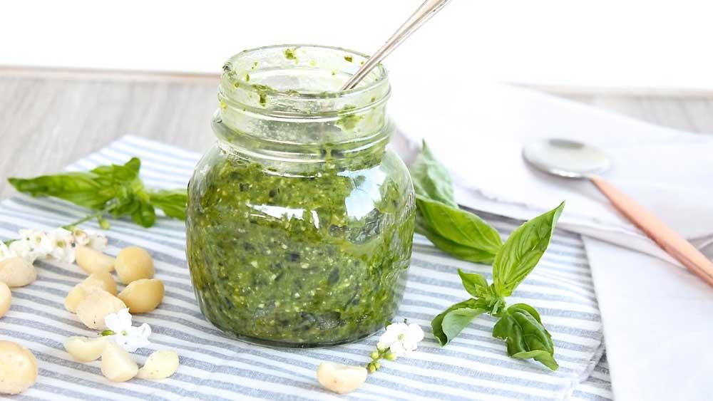 Vitamix macadamia pesto