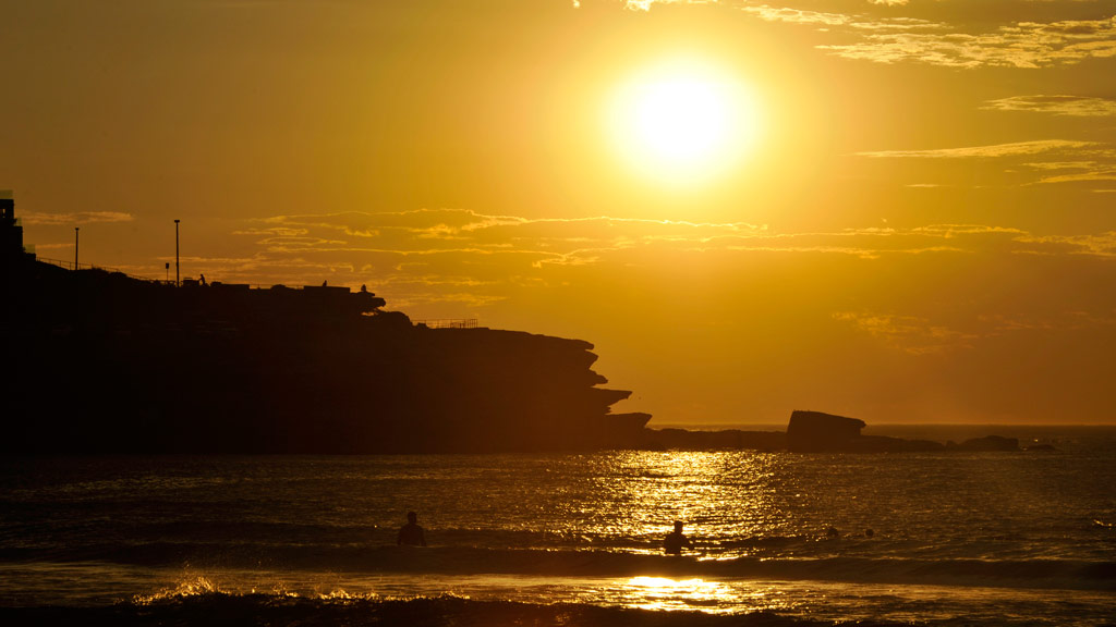 Cool change forecast for Sydney after 'extraordinary' overnight temperatures