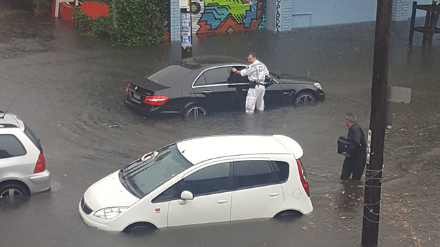 Emergency responders were on the scene to help trapped drivers. (Supplied: Roberto Romeo)