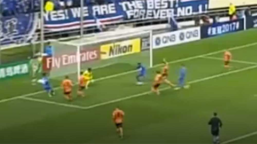 ACL: Roar keeper pulls off 'wonder save'