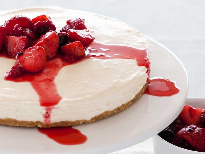 Summer dessert recipes Vanilla cheesecake with vanilla-poached berries