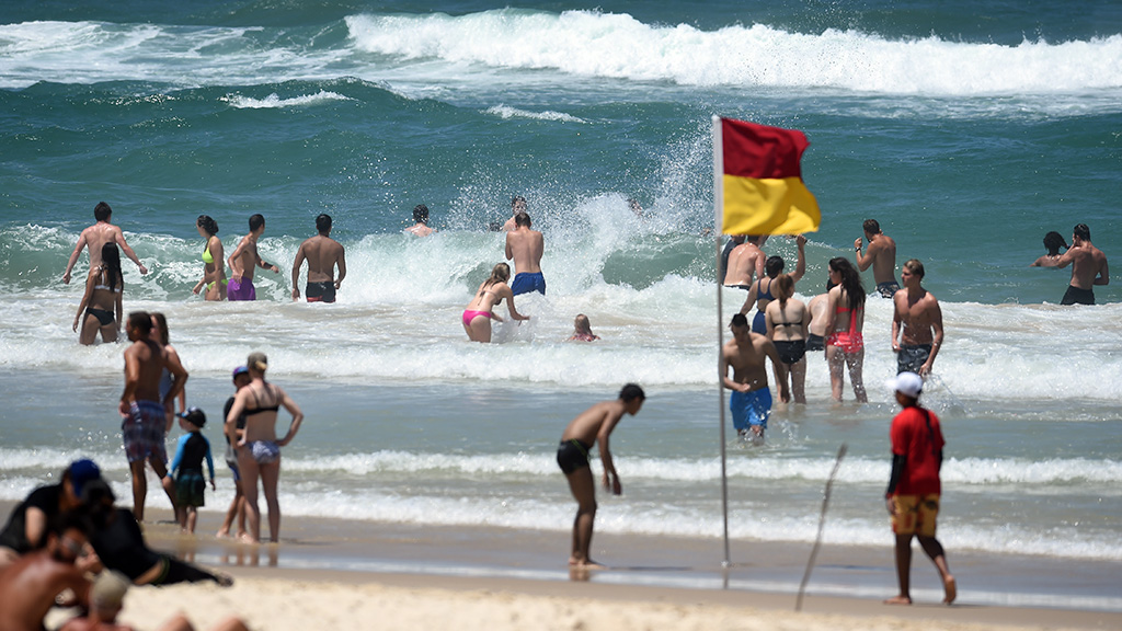 Records tumble as heatwave sweeps Qld