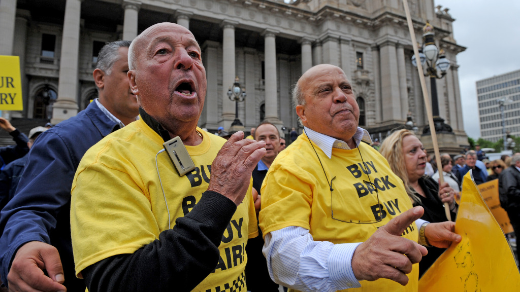 Taxi drivers voiced anger over the state government's license buy-back scheme. (AAP)
