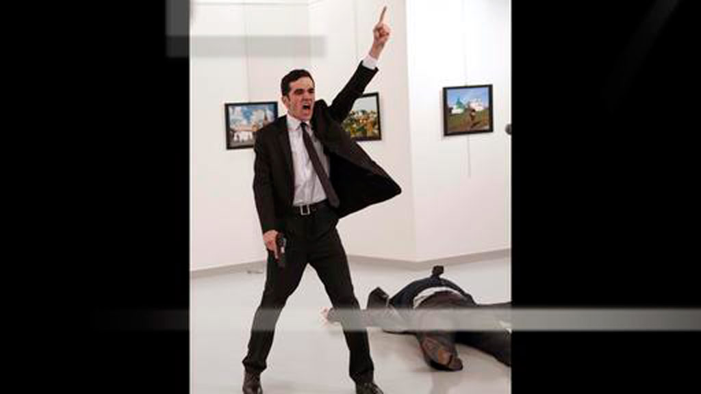Image of Turkish assassin wins World Press Photo award