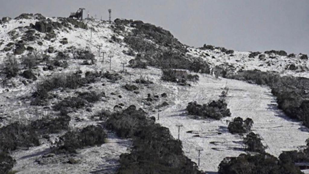 Mt Kosciusko has received a light dusting of snow overnight. (Thredbo Resort)